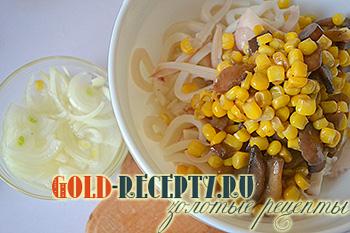 салат с кальмарами рецепт с яйцом рисом